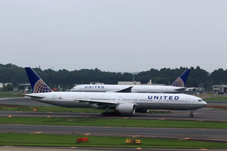 T.Sazenさんのユナイテッド航空 Boeing 777-300 (N2534U) 航空フォト