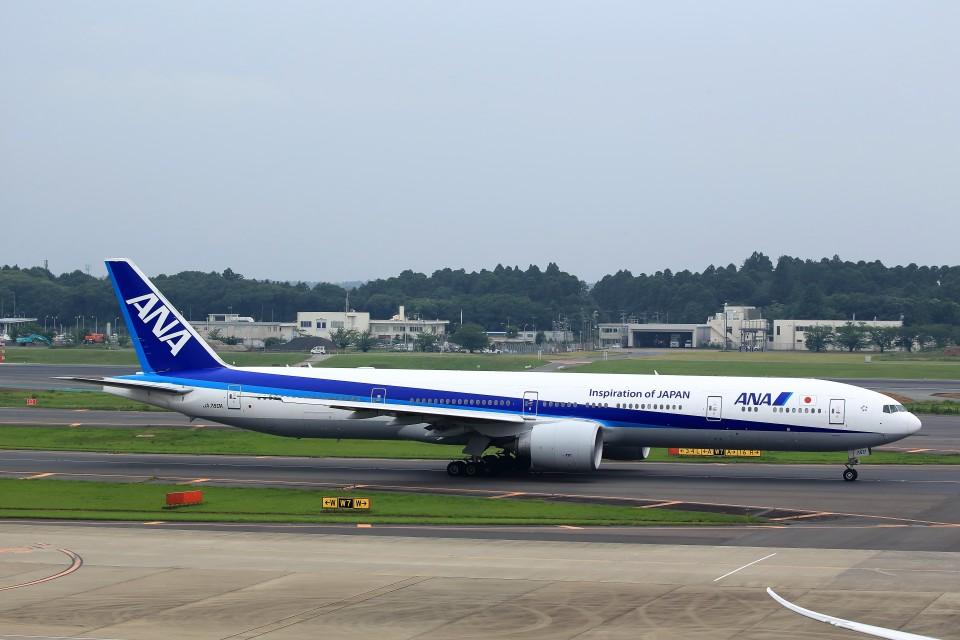 T.Sazenさんの全日空 Boeing 777-300 (JA780A) 航空フォト
