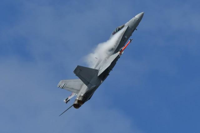 nobu2000さんが、フェアフォード空軍基地で撮影したフィンランド空軍 F/A-18C Hornetの航空フォト(飛行機 写真・画像)