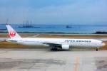 ちっとろむさんが、那覇空港で撮影した日本航空 777-346の航空フォト(写真)