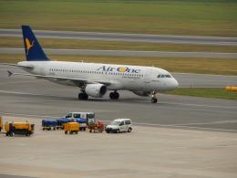 kiyohsさんが、ウィーン国際空港で撮影したエア・ワン A320-216の航空フォト(飛行機 写真・画像)