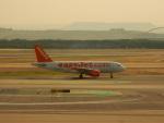 kiyohsさんが、マドリード・バラハス国際空港で撮影したイージージェット A319-111の航空フォト(飛行機 写真・画像)