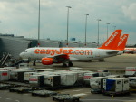 kiyohsさんが、アムステルダム・スキポール国際空港で撮影したイージージェット A319-111の航空フォト(飛行機 写真・画像)