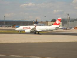kiyohsさんが、フランクフルト国際空港で撮影したスイスインターナショナルエアラインズ BD-500-1A10 CSeries CS100の航空フォト(飛行機 写真・画像)