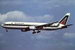 tassさんが、成田国際空港で撮影したアリタリア航空 767-33A/ERの航空フォト(飛行機 写真・画像)