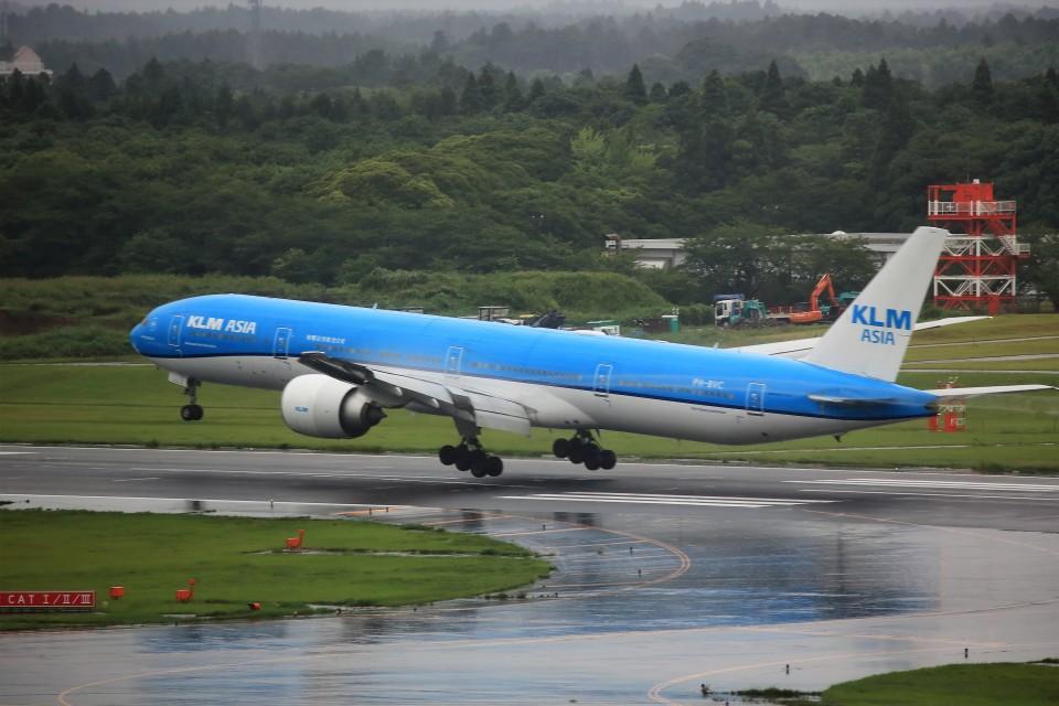 T.SazenさんのKLMオランダ航空 Boeing 777-300 (PH-BVC) 航空フォト