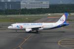 turenoアカクロさんが、新千歳空港で撮影したウラル航空 A320-214の航空フォト(写真)