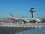 kiyohsさんが、マドリード・バラハス国際空港で撮影したアメリカン航空 777-223/ERの航空フォト(飛行機 写真・画像)