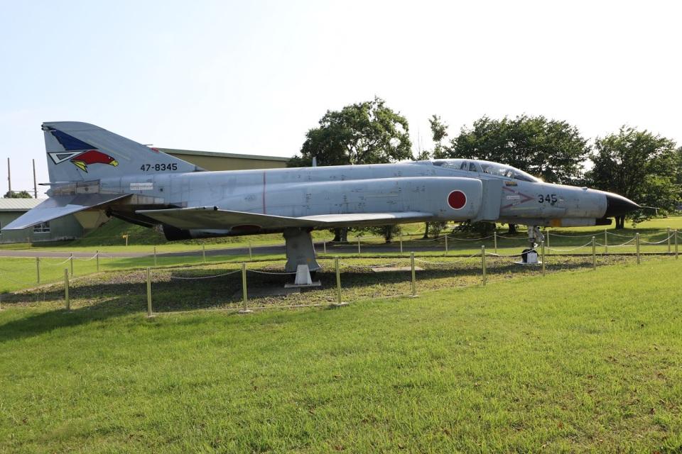 つっさんさんの航空自衛隊 Mitsubishi F-4EJ Kai Phantom II (47-8345) 航空フォト