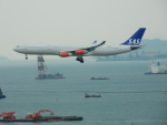 kiyohsさんが、香港国際空港で撮影したスカンジナビア航空 A340-313Xの航空フォト(飛行機 写真・画像)