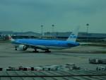 kiyohsさんが、クアラルンプール国際空港で撮影したKLMオランダ航空 777-306/ERの航空フォト(写真)
