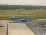 kiyohsさんが、フランクフルト国際空港で撮影したKLMシティホッパー ERJ-190-100(ERJ-190STD)の航空フォト(飛行機 写真・画像)