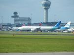 kiyohsさんが、アムステルダム・スキポール国際空港で撮影したガルーダ・インドネシア航空 777-3U3/ERの航空フォト(飛行機 写真・画像)