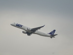kiyohsさんが、ウィーン国際空港で撮影したLOTポーランド航空 ERJ-190-200 LR (ERJ-195LR)の航空フォト(飛行機 写真・画像)