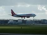 kiyohsさんが、アムステルダム・スキポール国際空港で撮影したコレンドン・エアラインズ 737-8HCの航空フォト(飛行機 写真・画像)