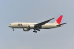 ポン太さんが、羽田空港で撮影した日本航空 777-246の航空フォト(写真)