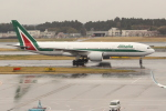 OMAさんが、成田国際空港で撮影したアリタリア航空 777-243/ERの航空フォト(飛行機 写真・画像)