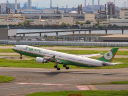 さんぜんさんが、羽田空港で撮影したエバー航空 A330-302の航空フォト(写真)