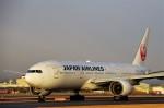 mild lifeさんが、伊丹空港で撮影した日本航空 777-289の航空フォト(写真)
