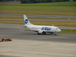 kiyohsさんが、ウィーン国際空港で撮影したUTエア・アビエーション 737-524の航空フォト(飛行機 写真・画像)