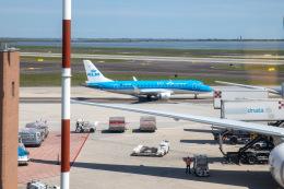 チャッピー・シミズさんが、ヴェネツィア マルコ・ポーロ国際空港で撮影したKLMシティホッパー ERJ-170-200 (ERJ-175STD)の航空フォト(飛行機 写真・画像)
