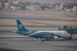 天王寺王子さんが、マスカット国際空港で撮影したオマーン航空 ERJ-170-200 LR (ERJ-175LR)の航空フォト(飛行機 写真・画像)