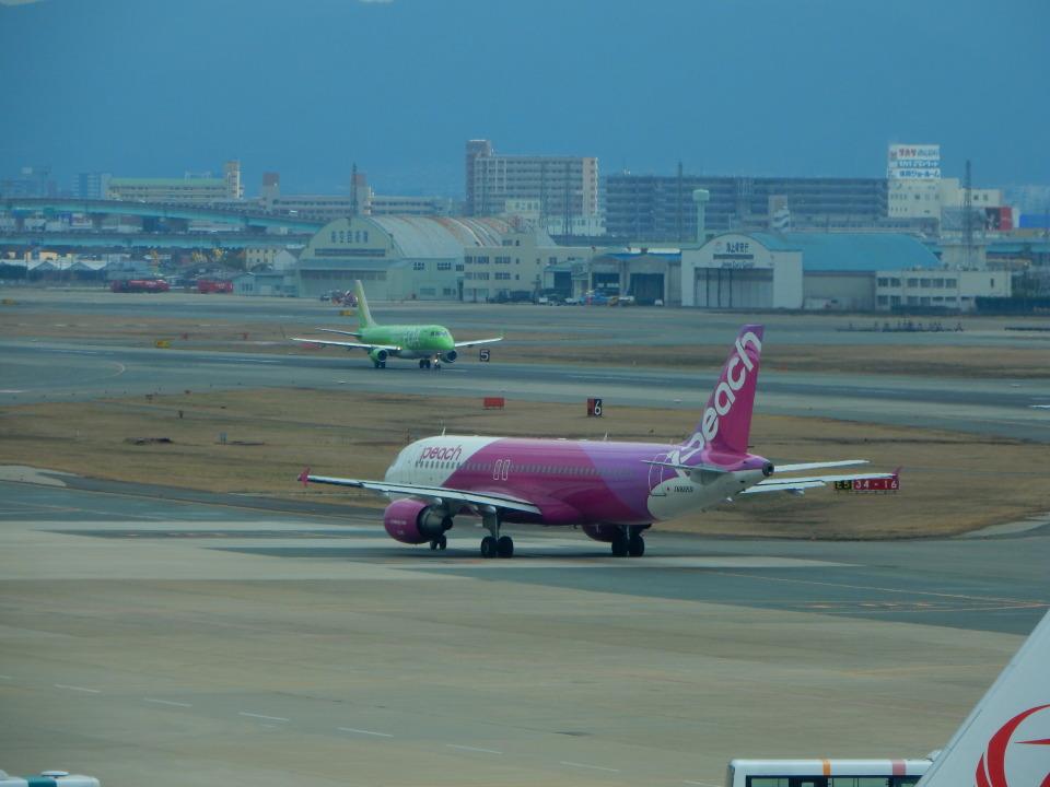 kiyohsさんのピーチ Airbus A320 (JA805P) 航空フォト