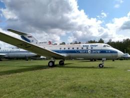 ilyushinさんが、ウリヤノフスク・バラタエフカ空港で撮影したヴォルガ・ドニエプル航空 Yak-40の航空フォト(飛行機 写真・画像)