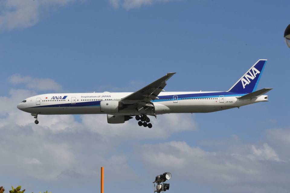 kuro2059さんの全日空 Boeing 777-300 (JA752A) 航空フォト