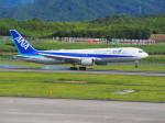 空港の友baseTAKさんが、高松空港で撮影した全日空 767-381/ERの航空フォト(写真)