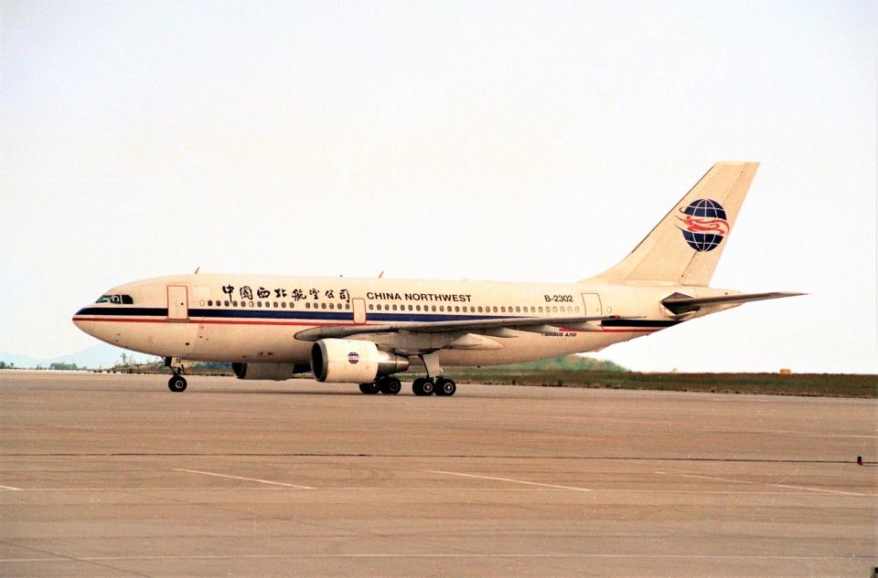 大和魂さんの中国西北航空 Airbus A310-200 (B-2302) 航空フォト