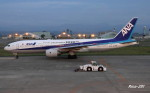 RINA-281さんが、小松空港で撮影した全日空 777-281/ERの航空フォト(写真)