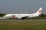 Gambardierさんが、伊丹空港で撮影した日本航空 737-446の航空フォト(写真)
