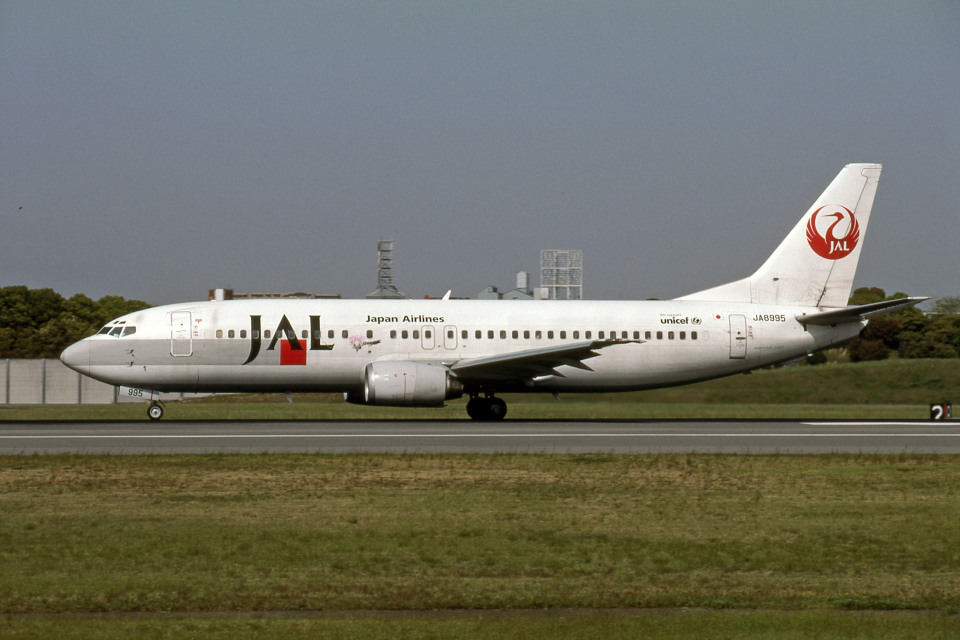 Gambardierさんの日本航空 Boeing 737-400 (JA8995) 航空フォト