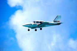 まいけるさんが、プリンセス・ジュリアナ国際空港で撮影したアメリカ企業所有 PA-23-250 Aztecの航空フォト(飛行機 写真・画像)