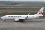 セブンさんが、新千歳空港で撮影した日本航空 737-846の航空フォト(写真)