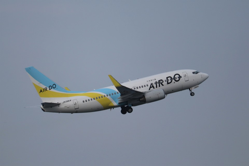 KAZFLYERさんのAIR DO Boeing 737-700 (JA09AN) 航空フォト