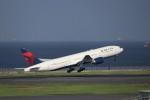 KAZFLYERさんが、羽田空港で撮影したデルタ航空 777-232/ERの航空フォト(飛行機 写真・画像)
