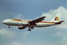 tassさんが、ロンドン・ヒースロー空港で撮影したイベリア航空 A300B4-120の航空フォト(飛行機 写真・画像)