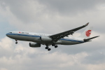 採れたてほしいもさんが、ロンドン・ヒースロー空港で撮影した中国国際航空 A330-243の航空フォト(写真)