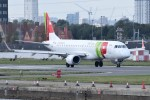 k-spotterさんが、ロンドン・シティ空港で撮影したポルトガリア航空 ERJ-190-100 LR (ERJ-190LR)の航空フォト(写真)