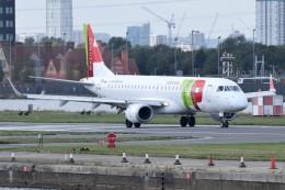 k-spotterさんが、ロンドン・シティ空港で撮影したポルトガリア航空 ERJ-190-100 LR (ERJ-190LR)の航空フォト(飛行機 写真・画像)
