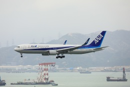 garrettさんが、香港国際空港で撮影した全日空 767-381/ERの航空フォト(飛行機 写真・画像)