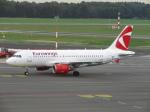 た~きゅんさんが、ハンブルク空港で撮影したユーロウイングス A319-112の航空フォト(飛行機 写真・画像)