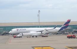 Harry Lennonさんが、バルセロナ空港で撮影したカタール航空 A350-941の航空フォト(飛行機 写真・画像)