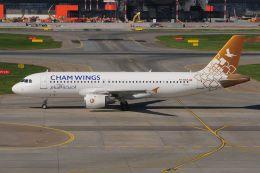 ぼんやりしまちゃんさんが、シェレメーチエヴォ国際空港で撮影したチャム・ウイングス・エアラインズ A320-212の航空フォト(飛行機 写真・画像)