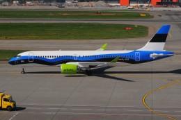 ぼんやりしまちゃんさんが、シェレメーチエヴォ国際空港で撮影したエア・バルティック A220-300 (BD-500-1A11)の航空フォト(飛行機 写真・画像)