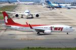 セブンさんが、関西国際空港で撮影したティーウェイ航空 737-8ASの航空フォト(飛行機 写真・画像)