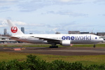 セブンさんが、伊丹空港で撮影した日本航空 777-246の航空フォト(写真)