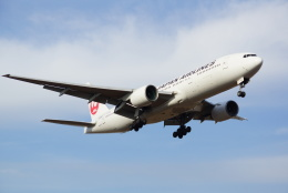 アングリー J バードさんが、福岡空港で撮影した日本航空 777-246の航空フォト(飛行機 写真・画像)